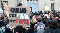 Manifestation de jeunes devant le ministère de la Transition écologique à Paris, le 15 février 2019 [JACQUES DEMARTHON / AFP]