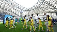 Les joueurs marseillais entrent sur la pelouse du stade Vélodrome avant d'affronter Nantes en Ligue 1, le 24 avril 2016 [BORIS HORVAT / AFP/Archives]