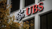 Le logo de la banque suisse UBS à l'entrée de son siège le 14 novembre 2013 à Zurich [Fabrice Coffrini / AFP/Archives]