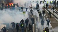 """Heurts entre manifestants """"gilets jaunes"""" et forces de l'ordre, le 12 janvier 2019 à Caen [CHARLY TRIBALLEAU / AFP/Archives]"""