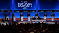 Les candidats républicains à la Maison Blanche lors d'un débat à Manchester, dans le New Hampshire, aux Etats-Unis, le 6 février 2016. De gauche à droite, John Kasich, Jeb Bush, Marco Rubio, Donald Trump, Ted Cruz, Ben Carson et Chris Christie [JEWEL SAMAD                          / AFP]