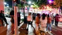 "Des étudiants en ""Spring break"", à Miami Beach (Floride) le 22 mars 2019 [RHONA WISE / AFP]"