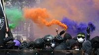 Des manifestants vêtus de noir défilent en marge du défilé syndical du 1er mai 2018 à Paris [Alain JOCARD / AFP/Archives]