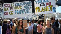 Banderoles de manifestants appelant à lutter contre le réchauffement climatique, lors de la marche pour le climat, à Marseille le 8 septembre 20180 [Christophe SIMON / AFP]