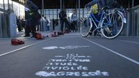 """""""Ici, une femme a été tuée, violée, agressée"""" peut-on lire sur ce trottoir à Nantes, le 25 novembre 2017 [DAMIEN MEYER / AFP/Archives]"""