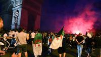 Les supporters algériens aux Champs Elysées le 14 juillet 2019 [DOMINIQUE FAGET / AFP]