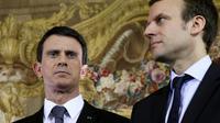 Manuel Valls (g) et Emmanuel Macron lors d'une conférence de presse à Paris le 8 février 2016 [PATRICK KOVARIK / AFP/Archives]