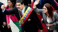 Le président du Venezuela, Nicolas Maduro, flanqué de son épouse Cilia Flores (d) et de la présidente de l'Assemblée constituante Delcy Rodriguez (g), le 15 janvier 2018 à leur arrivée à l'Assemblée nationale à Caracas [FEDERICO PARRA / AFP/Archives]