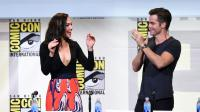 """L'actrice Gal Gadot (G) et l'acteur Chris Pine lors de la présentation de """"Wonder Woman"""" au Comic-Con 2016 à San Diego (Californie), le 22 juillet 2016  [KEVIN WINTER / GETTY IMAGES NORTH AMERICA/AFP/Archives]"""
