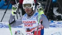 Le skieur français Johan Clarey se tourne vers le ciel en mémoire de son coéquipier David Poisson, le 25 novembre 2017 à Lake Louise [DON EMMERT / AFP]