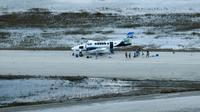 Un avion participe aux opérations d'évacuation, le 6 septembre 2019 à l'aéroport de Marsh Harbour, sur l'île d'Abaco, aux Bahamas [Brendan Smialowski / AFP]