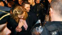 La ministre de la Justice Nicole Belloubet escortée à sa sortie d'une visite à la prison de Borgo en Corse, le 19 janvier 2018  [PASCAL POCHARD-CASABIANCA / AFP]