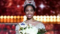 Clémence Botino, Miss Guadeloupe, est élue Miss France 2020 , le 14 décembre 2019 à Marseille [CHRISTOPHE SIMON / AFP]