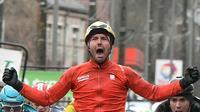 L'Italien Sonny Colbrelli passant la ligne d'arrivée de la 2e étape du 75e Paris-Nice, le 6 mars 2017, à Amilly dans le Loiret [Philippe LOPEZ / AFP]