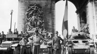 Le général Leclerc et ses troupes de la 2ème DB, le 26 août 1944 sur  sur les Champs-Elysées, après la libération de Paris [Georges Melamed / AFP/Archives]