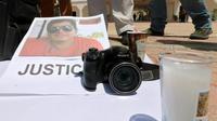 Le portrait du journaliste mexicain assassiné José Guadalupe Chan, lors d'une manifestation de ses collègues, à Playa del Carmen dans l'Etat de Quintana Roo (est du Mexique), le 30 juin 2018 [JOEL TZAB / AFP]
