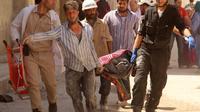 Evacuation d'un corps suite au bombardement d'un quartier d'Alep par les forces du régime, le 17 juin 2014 [Khaled Khatib / Alep media center/AFP/Archives]