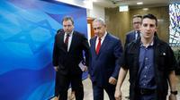 Le chef du gouvernement israélien Benjamin Netanyahu se rend au Conseil des ministres hebdomadaire à Jérusalem, le 18 novembre 2018 [ABIR SULTAN / POOL/AFP]