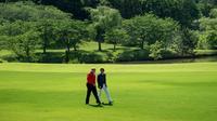 Le président américain Donald Trump et le Premier ministre japonais Shinzo Abe, le 26 mai 2019 sur un terrain de golf à Chiba, près de Tokyo [Brendan SMIALOWSKI / AFP]