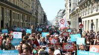 """Manifestation à Paris dans le cadre de la """"fête à Macron"""" le 5 mai 2018 [Zakaria ABDELKAFI / AFP]"""