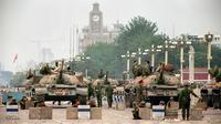 Le 6 juin 1989, les tanks et les soldats de l'Armée de libération populaire chinoise investissent l'avenue stratégique de Chang'an menant à la place Tiananmen à Pékin, après avoir écrasé dans le sang la rebellion des étudiants pro-démocratie [Manuel Ceneta / AFP/Archives]