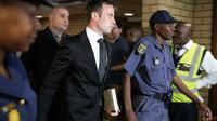 Oscar Pistorius arrive à la Haute Cour de Pretoria le 8 décembre 2015 [GIANLUIGI GUERCIA / AFP]