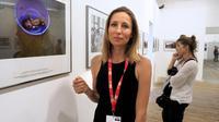 La photographe française Véronique de Viguerie, couronnée pour sa couverture de la guerre au Yémen du prix le plus prestigieux du festival international de photojournalisme, Visa pour l'image, le 6 septembre 2018 à Perpignan [RAYMOND ROIG / AFP]