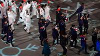 La délégation française (d) défile lors de la cérémonie de clôture des JO de Pyeongchang, le 25 février 2018 [JAVIER SORIANO / AFP]