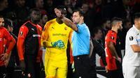 Le gardien de Rennes Edouard Mendy expulsé dès le début du match contre Cluj, en Ligue Europa, le 24 octobre 2019 au Roazhon Park [DAMIEN MEYER / AFP]