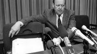 Günter Schabowski chargé de l'information en Allemagne de l'Est, le 9 novembre 1989 lors de la conférence de presse au cours de laquelle il annonce l'ouverture des frontières [STRINGER / DPA/AFP/Archives]