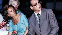 Le Premier ministre Jacques Chirac et son épouse Bernadette visitent le Pavillon d'argent à Kyoto, en août 1976 [- / AFP/Archives]