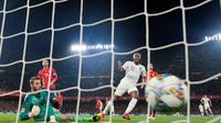 L'attaquant de l'Angleterre Raheem Sterling (d) auteur d'un doublé lors de la victoire sur l'Espagne 3-2 en Ligue des nations le 15 octobre 2018 à Séville [JORGE GUERRERO / AFP]