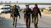 Des combattants rebelles syriens évacués de la province de Qouneitra, arrivent au passage de Morek, le 21 juillet 2018 [Aaref WATAD / AFP]