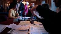 Le dépouillement des bulletins de vote à la fin du prmeier tour des élections municipales le 23 mars 2014 à Rouen, à l'ouest de la France [Charly Triballeau / AFP]