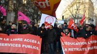 Manifestation contre la hausse du coût de la vie avec le secrétaire général de la CGT, Philippe Martinez (c), le 14 décembre 2018 à Paris [CHRISTOPHE ARCHAMBAULT  / AFP/Archives]