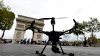 Un drone sur les Champs-Elysées, le 4 septembre 2016 à Paris [MIGUEL MEDINA / AFP]