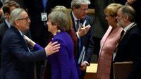 Le président de la Commission européenne Jean-Claude Juncker (g) accueille la Première ministre britannique Theresa May (2e g) et la chancelère allemande Angela Merkel (2e d), le 22 mars 2018 à Bruxelles [ERIC VIDAL / POOL/AFP]