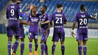 Les Toulousains se congratulent après un but de Max-Alain Gradel contre l'AC Ajaccio, le 23 mai 2018 à Montpellier [PASCAL GUYOT / AFP]