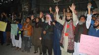 Des militants du parti islamiste Tehreek-e-Labaik Pakistan (TLP) manifestent contre la décision de la Cour suprême en faveur d'Asia Bibi, le 29 janvier 2019 à Hyderabad [Akram SHAHID / AFP]