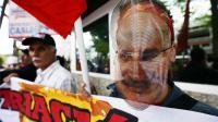 Manifestants devant l'ambassade de France à Caracas demandant le rapatriement de Carlos au Vénézuela, le 22 août 2013 [Juan Barreto / AFP/Archives]