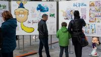 Des visiteurs devant l'exposition consacrée à Titeuf, le 24 janvier 2018 au Festival de la BD d'Angoulême [Yohan Bonnet / AFP]