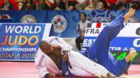Teddy Riner face à l'Estonien Juahn Mettis lors des Mondiaux-2015 de judo à Astana en Russie, le 29 août 2015 [Jack Guez / AFP]