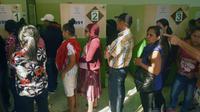 Des Honduriens attendent de recevoir leur carte d'électeur pour voter à la présidentielle, le 25 novembre 2017 à Tegucigalpa [RODRIGO ARANGUA / AFP]