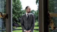 Edouard Philippe pose devant les jardins de Matignon en mai 2017 [JOEL SAGET / AFP/Archives]
