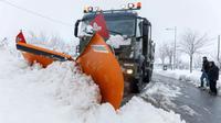 Une chasse-neige de l'armée espagnole à Vollacastin, dans la province de Ségovie, dans le nord-ouest de l'Espagne, le 7 janvier 2017  [CESAR MANSO / AFP]