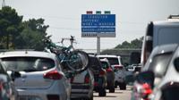 """Le chassé-croisé des vacanciers sur les routes  """"conforme aux prévisions"""" avec un pic de 583 kilomètres de bouchons cumulés enregistrés à 12H15, a indiqué Bison Futé [MEHDI FEDOUACH / AFP]"""
