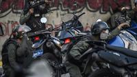 Des policiers vénézueliens affrontent des manifestants à Caracas le 30 juillet 2017 [JUAN BARRETO / AFP]