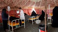 Des personnes suspectées d'être infectées par le choléra, dans un hôpital de fortune le 25 mai 2017 à Sanaa [ / AFP/Archives]