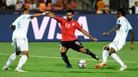 L'Egyptien Mohamed Salah (c) tire et marque contre la RD Congo à la CAN, le 26 juin 2019 au Caire  [Khaled DESOUKI / AFP]