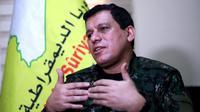 Mazloum Kobani, commandant en chef des Forces démocratiques syriennes lors d'une interview exclusive avec l'AFP, près de la ville de Hassaké dans le nord de la Syrie, le 24 janvier 2019 [Delil SOULEIMAN / AFP]